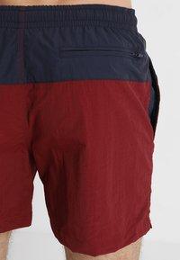 Urban Classics - BLOCK SWIM - Shorts da mare - navy/burgundy - 1
