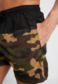 Urban Classics - BLOCK SWIM - Shorts da mare - black/wood - 3