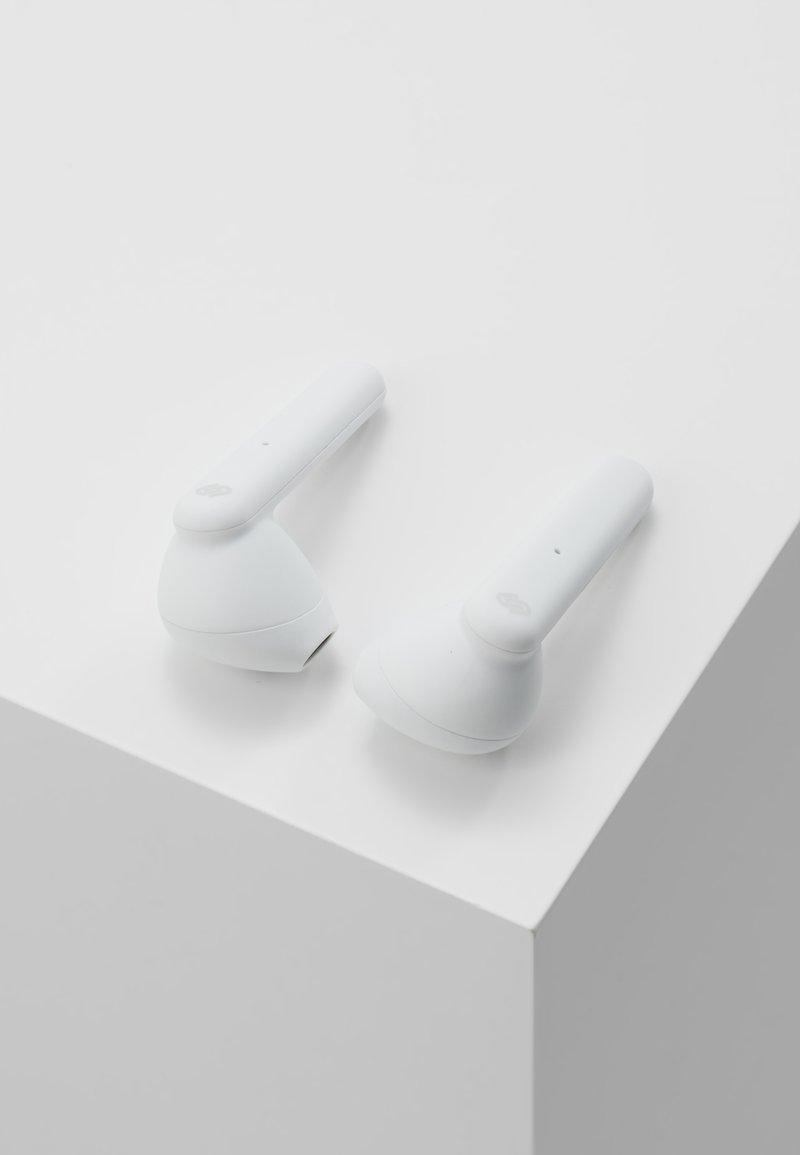 Urbanista - STOCKHOLM TRUE WIRELESS EARPHONES - Headphones - fluffy cloud