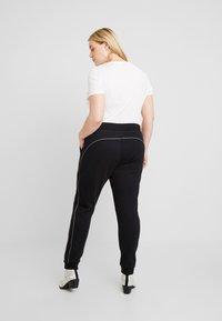 Urban Classics Curvy - LADIES REFLECTIVE  - Pantalones deportivos - black - 2