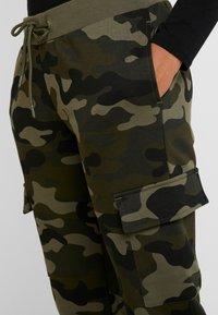 Urban Classics - LADIES CARGO PANTS - Spodnie treningowe - woodcamo/black - 4