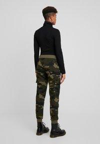 Urban Classics - LADIES CARGO PANTS - Spodnie treningowe - woodcamo/black - 2