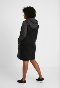 Urban Classics Curvy - LADIES TONE HOODED DRESS - Kjole - black/charcoal - 3