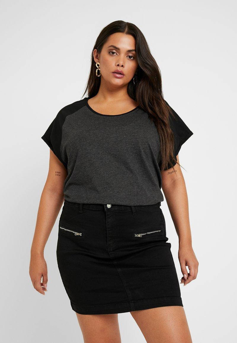 Urban Classics Curvy - LADIES CONTRAST RAGLAN TEE 2 PACK - Print T-shirt - white/black/charcoal