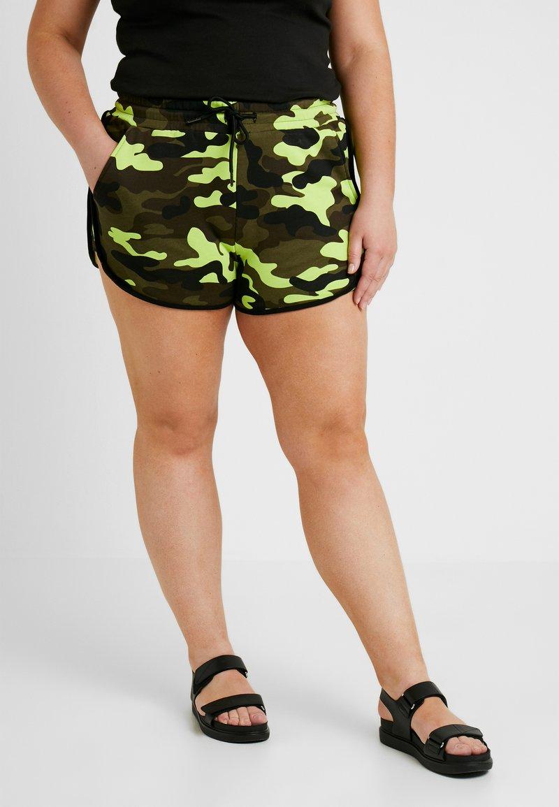 Urban Classics Curvy - LADIES PRINTED CAMO HOT PANTS - Shorts - frozenyellow