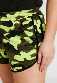 Urban Classics Curvy - LADIES PRINTED CAMO HOT PANTS - Shorts - frozenyellow - 4