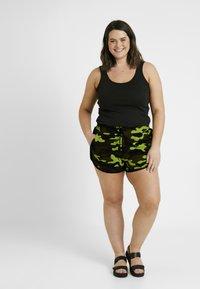 Urban Classics Curvy - LADIES PRINTED CAMO HOT PANTS - Shorts - frozenyellow - 1
