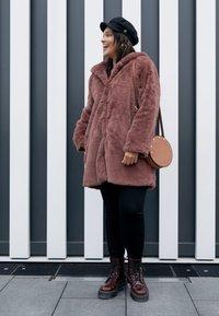 Urban Classics Curvy - LADIES HOODED COAT - Zimní kabát - darkrose - 4
