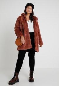 Urban Classics Curvy - LADIES HOODED COAT - Zimní kabát - darkrose - 1