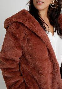 Urban Classics Curvy - LADIES HOODED COAT - Zimní kabát - darkrose - 6