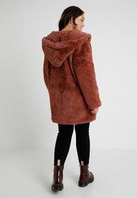 Urban Classics Curvy - LADIES HOODED COAT - Zimní kabát - darkrose - 2