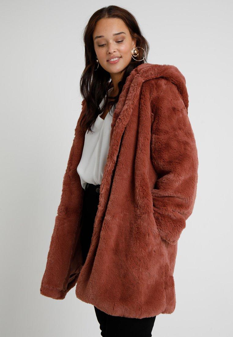 Urban Classics Curvy - LADIES HOODED COAT - Zimní kabát - darkrose