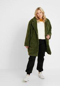 Urban Classics Curvy - LADIES OVERSIZED SHERPA COAT - Zimní kabát - olive - 1