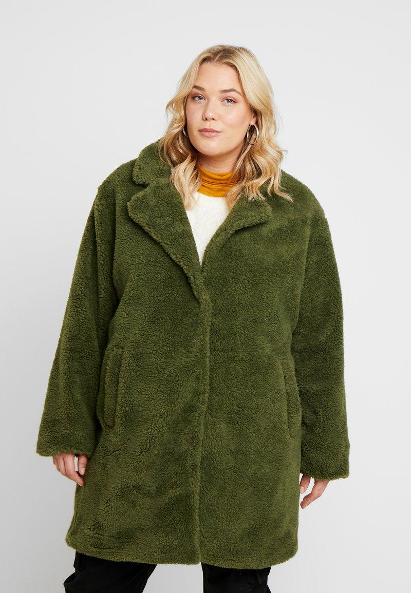 Urban Classics Curvy - LADIES OVERSIZED SHERPA COAT - Zimní kabát - olive