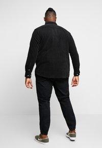URBN SAINT - SANTINO SHIRT - Košile - black - 2