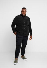 URBN SAINT - SANTINO SHIRT - Košile - black - 1
