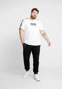 URBN SAINT - TRISTEN PANTS - Trousers - black - 1