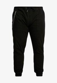 URBN SAINT - TRISTEN PANTS - Trousers - black - 4