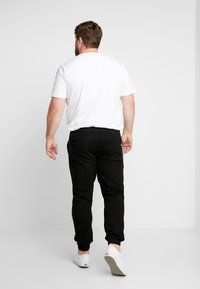 URBN SAINT - TRISTEN PANTS - Trousers - black - 2