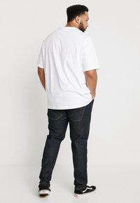 URBN SAINT - BERLIN - Slim fit jeans - rinse blue - 2