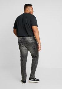 URBN SAINT - BERLIN - Slim fit jeans - acid black - 2