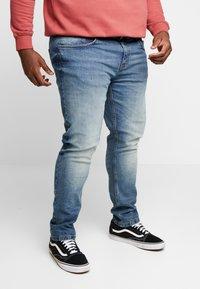 URBN SAINT - USBERLIN - Slim fit jeans - vintage blue - 0