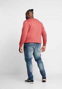 URBN SAINT - USBERLIN - Slim fit jeans - vintage blue - 2