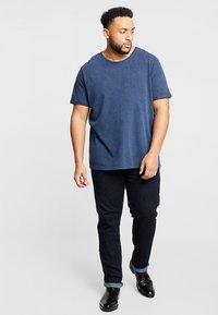 URBN SAINT - BIRCH TEE - T-shirt basic - navy - 1