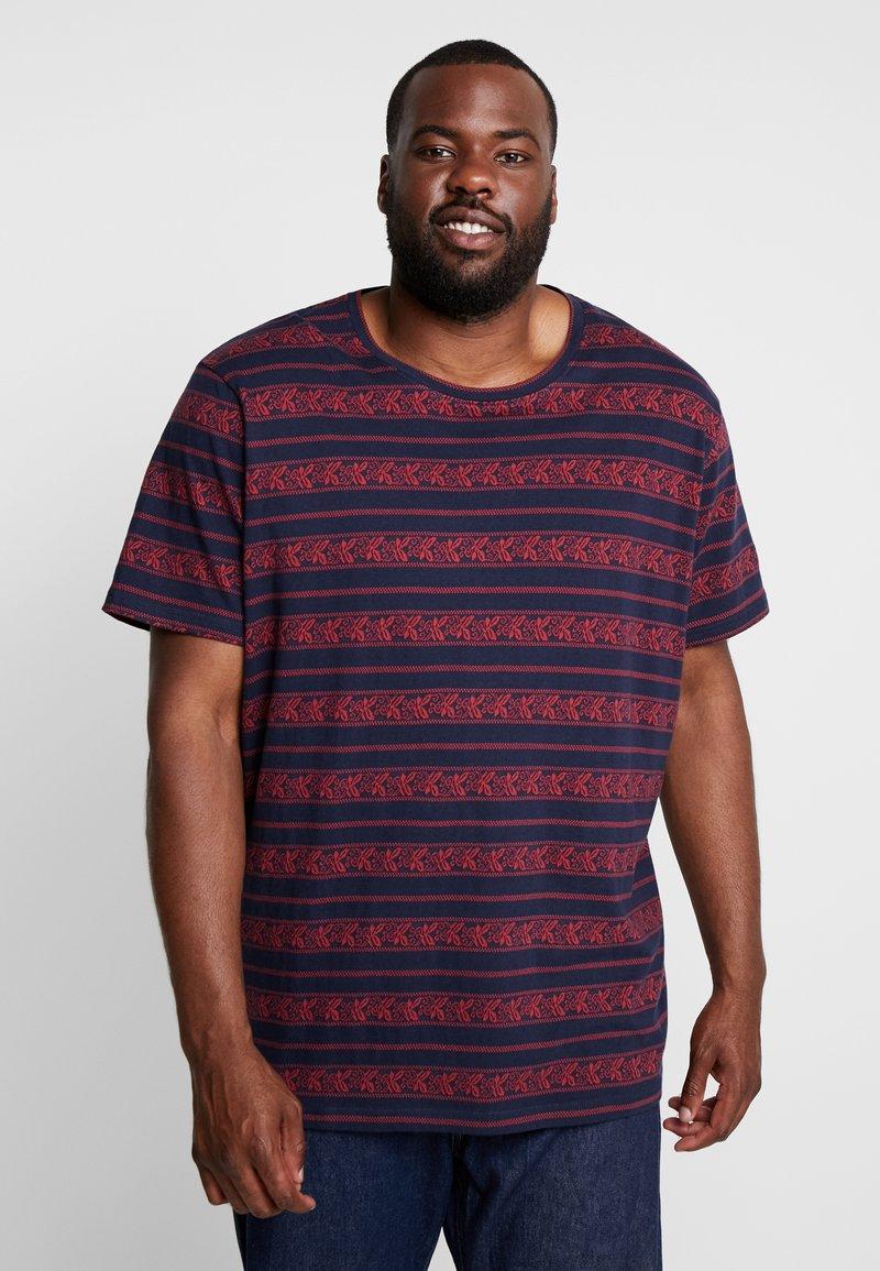 URBN SAINT - MARIUS TEE - T-shirts print - brick red