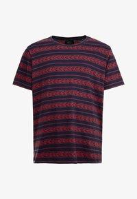 URBN SAINT - MARIUS TEE - T-shirts print - brick red - 4