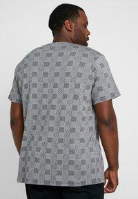 URBN SAINT - DALLAS TEE - Print T-shirt - black - 2