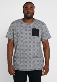 URBN SAINT - DALLAS TEE - Print T-shirt - black - 0