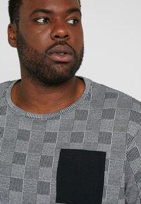 URBN SAINT - DALLAS TEE - Print T-shirt - black - 3