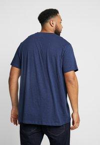 URBN SAINT - ZACK TEE - T-shirts print - navy - 2
