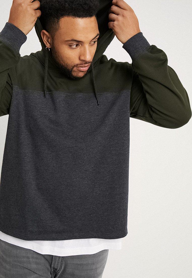 URBN SAINT - HAWTHORN - Bluza z kapturem - dark grey