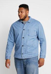 URBN SAINT - USCARLSSON  - Veste en jean - light blue - 0