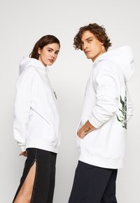 Urban Threads - FRONT GRAPHIC HOODY - Hoodie - white - 3