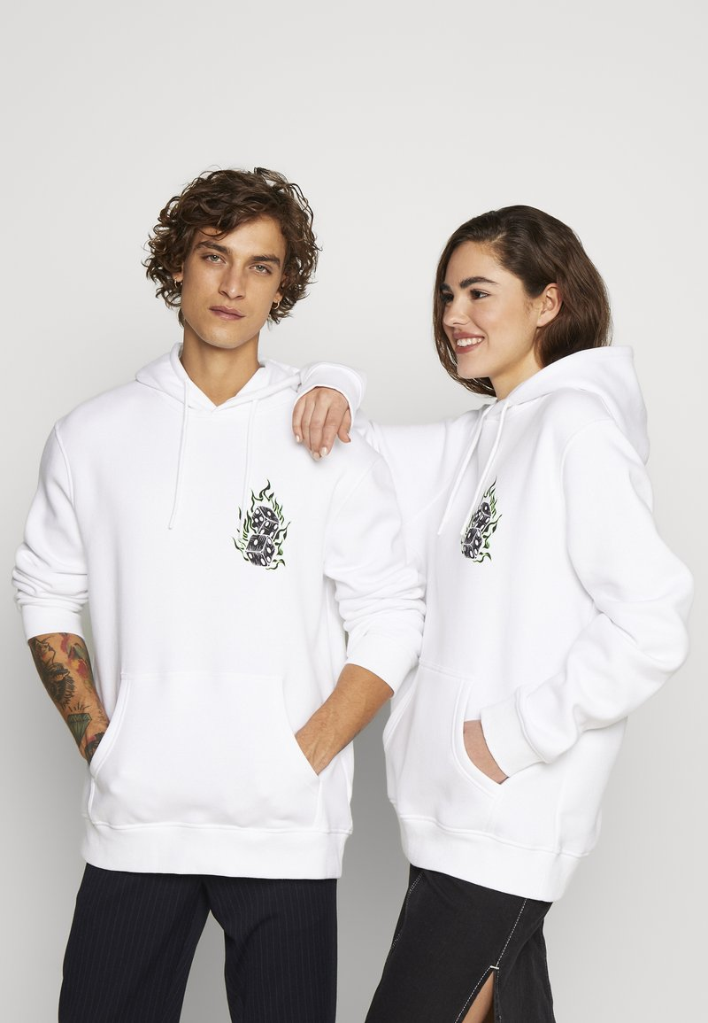 Urban Threads - FRONT GRAPHIC HOODY - Hoodie - white