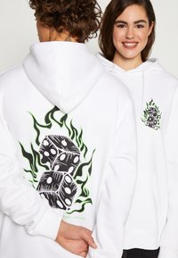 Urban Threads - FRONT GRAPHIC HOODY - Hoodie - white - 5