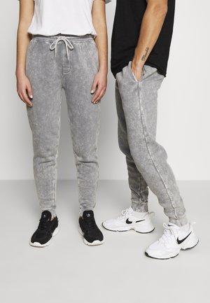 CARGO JOGGER  UNISEX - Pantalones deportivos - black