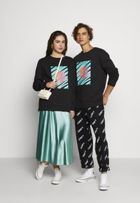 Urban Threads - FRONT & BACK GRAPHIC UNISEX  - Sweatshirt - black - 1