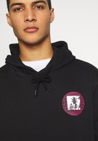 Urban Threads - FRONT BACK GRAPHIC HOODY - Mikina skapucí - black - 3