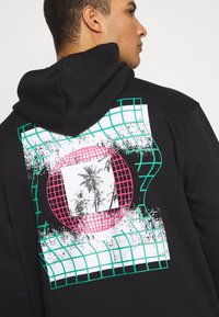 Urban Threads - FRONT BACK GRAPHIC HOODY - Mikina skapucí - black - 6