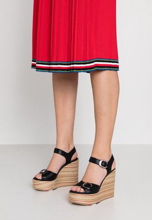 REGINA - Korolliset sandaalit - schwarz