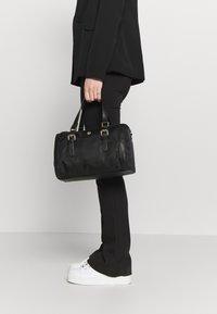 U.S. Polo Assn. - HOUSTON - Håndtasker - black - 1