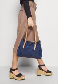U.S. Polo Assn. - HOUSTON - Handbag - navy/beige - 1