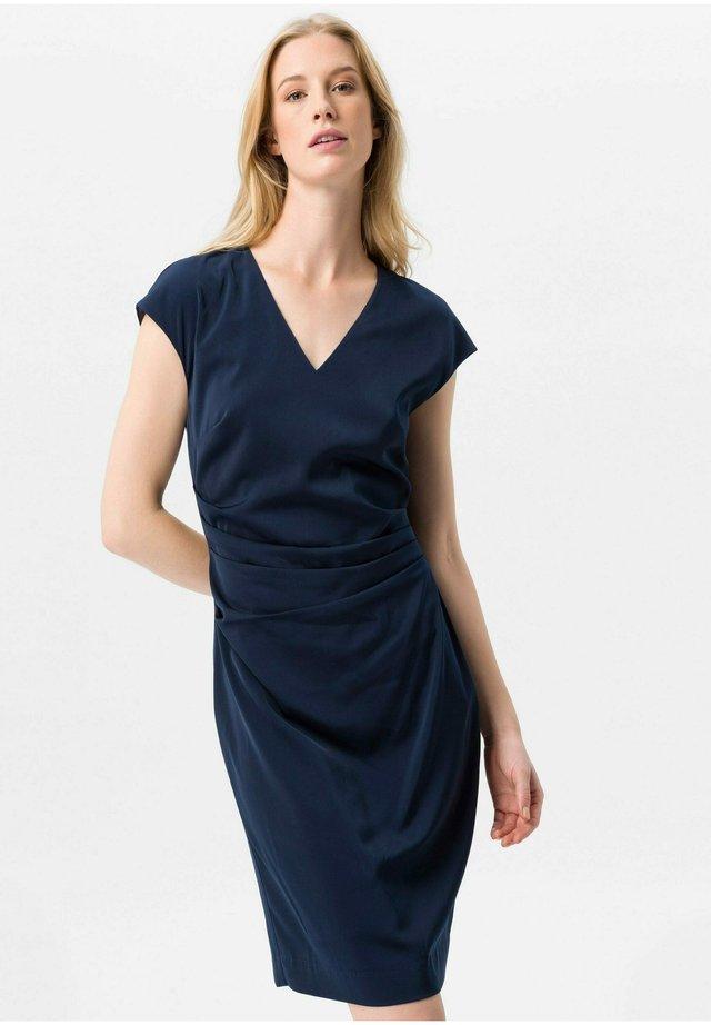 KLEID SCHULTER - Korte jurk - marine