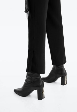 MIT LOGO  - High heeled ankle boots - black