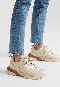Uterqüe - MIT LOGO - Sneakersy niskie - beige - 0