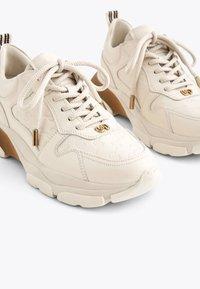 Uterqüe - MIT LOGO - Sneakersy niskie - beige - 4
